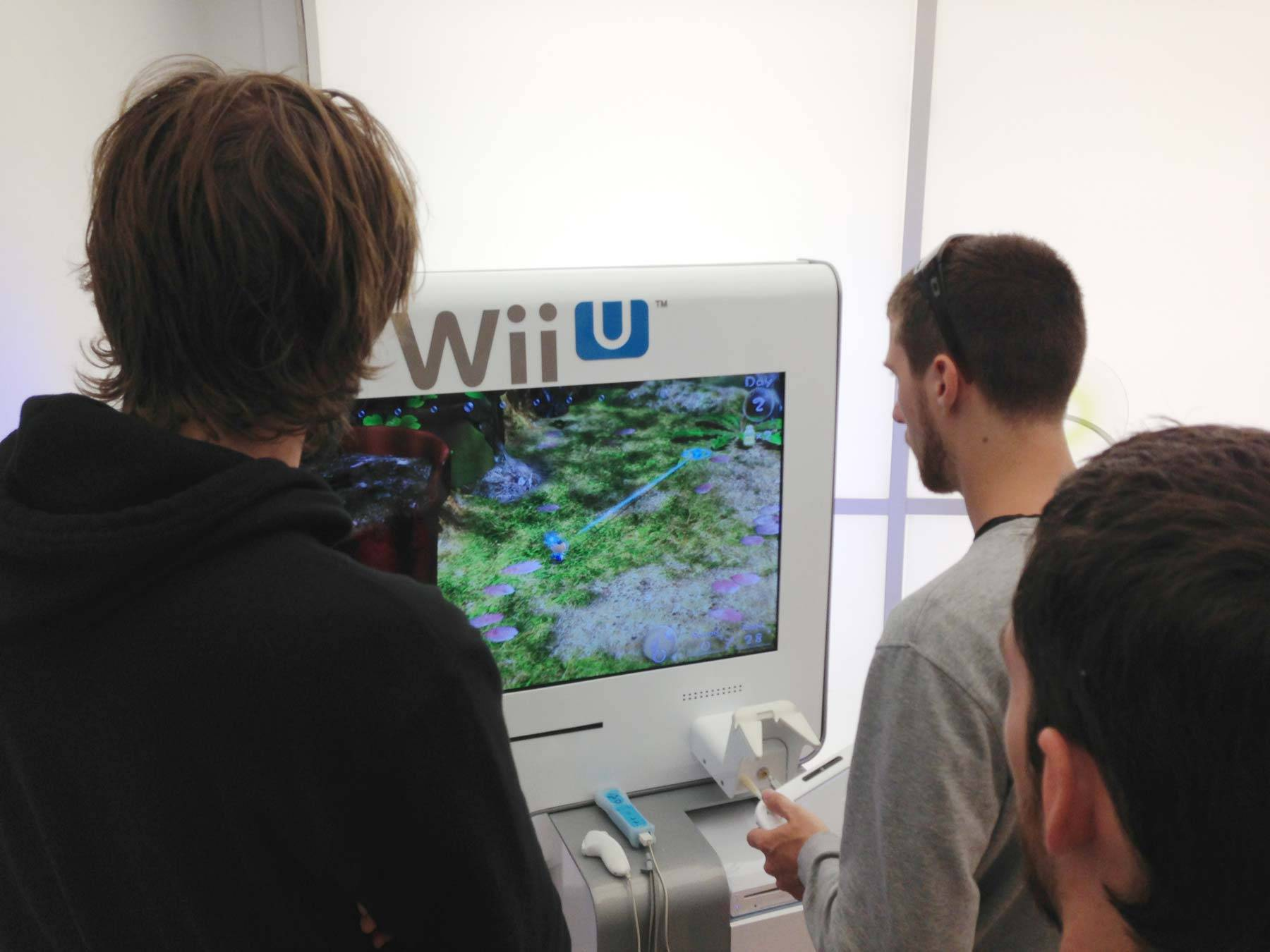 Butcher and Jared watch Irwin play Pikmin 3 on the Wii U